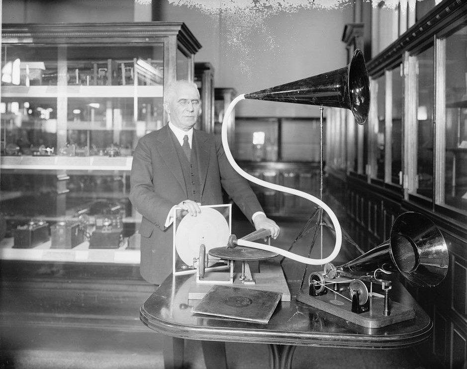 Emile Berliner en plein Dj set. Crédit : Library of Congress