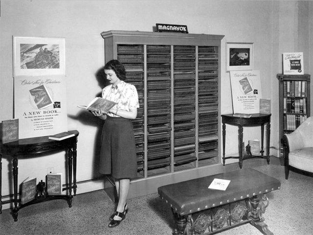 Le célèbre et avant-gardiste disquaire Helen Gunnis Music Shop, ouvert par deux soeurs en 1936 à Milwaukee dans le Wisconsin. Crédit : Milwaukee Public Library